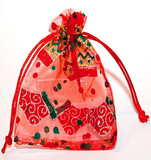 Rode organza zakjes met Kerstsokken